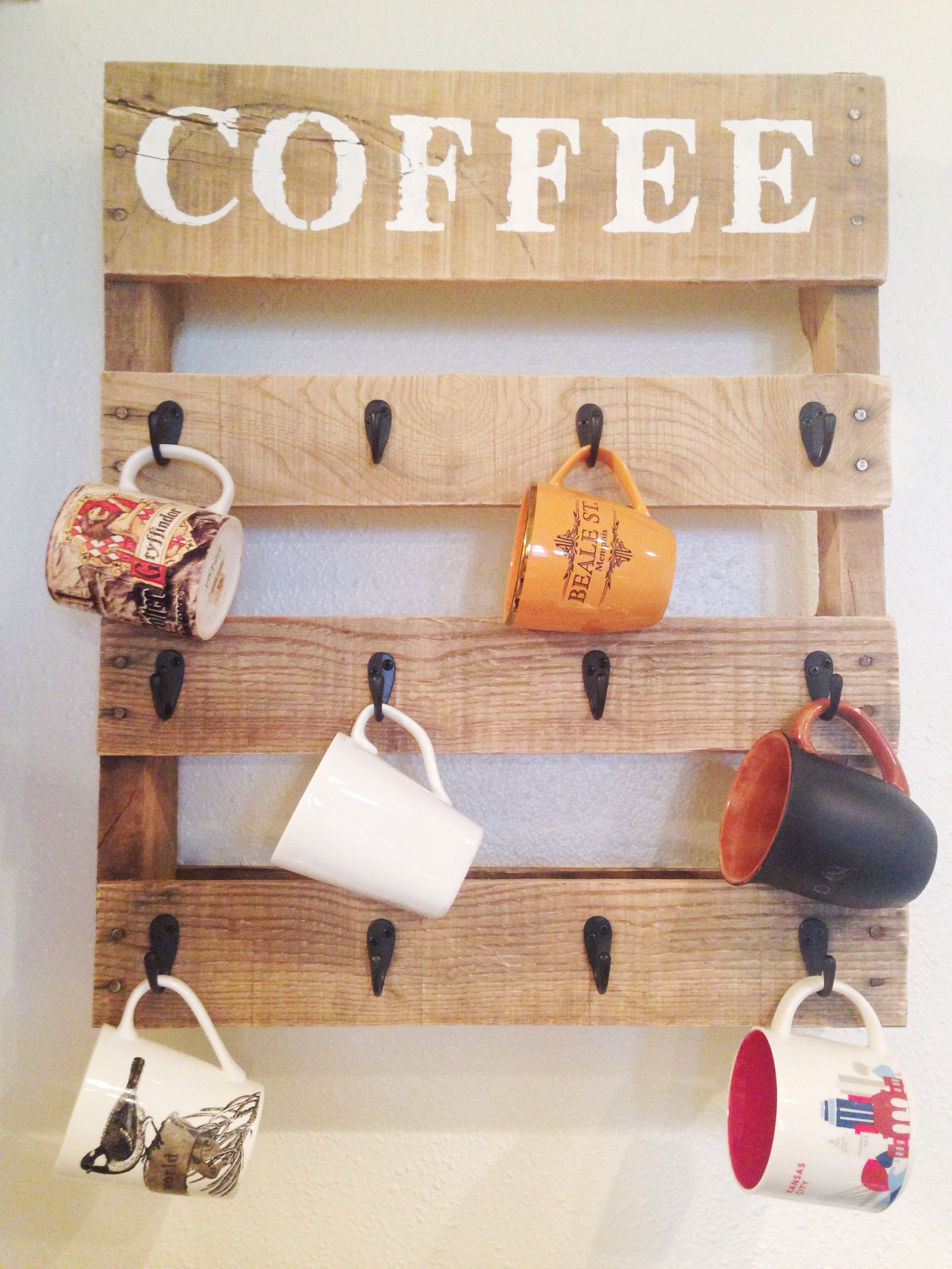 Diy pallet coffee cup holder one little bird blog for Mug racks ideas